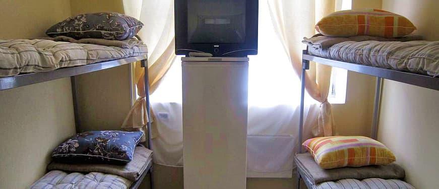 Спальные места для рабочих: постельный комплект и кровати двухъярусные металлические